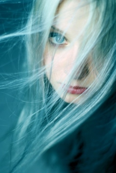 blue-eyes-blue-hair-ghost-girl-lost-model-Favim.com-76393